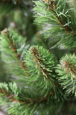 Iskusstvennaja elka so svetlo-zelenymi konchikami gustaja №6 (3)