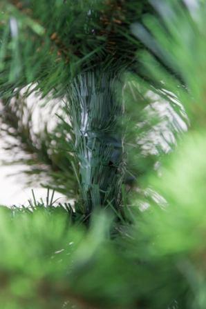 Iskusstvennaja elka so svetlo-zelenymi konchikami gustaja №6 (4)